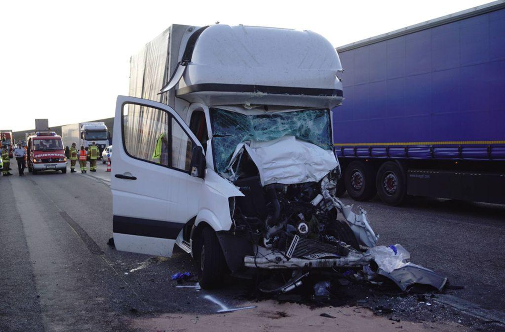 Ein 55-jähriger Transporter-Fahrer überlebte den schweren Unfall nicht. Foto: 7aktuell.de/F. Hessenauer