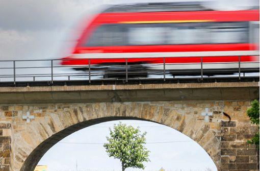 Marode Bahnbrücken trüben Pofallas Bilanz