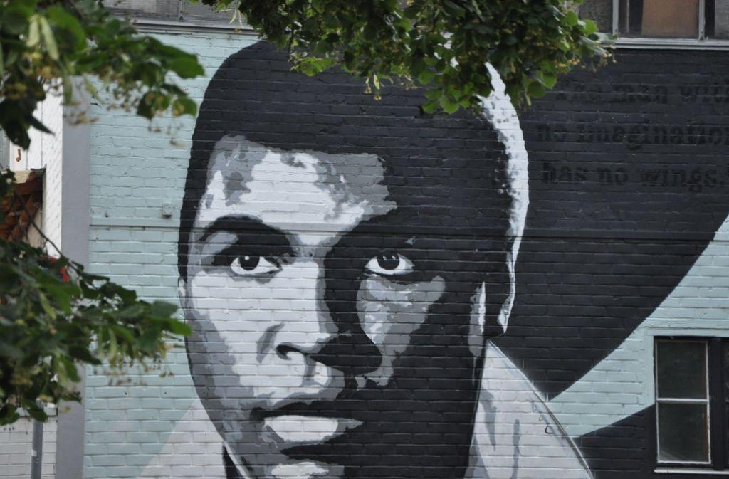 Das Wandbild mit dem Porträt von Muhammad Ali ist keine Werbung für einen Boxverein. Foto: Georg Linsenmann