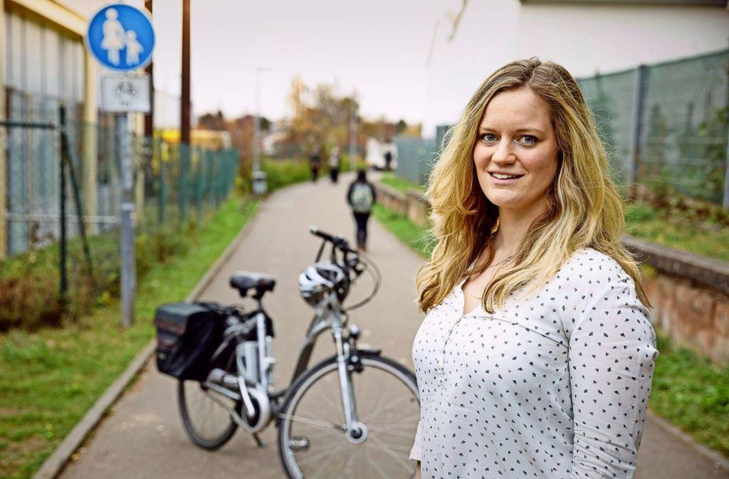 Konsequent: die neue Radwegekoordinatorin Karen Fischer hat ihr Auto abgeschafft. Foto: Jan Potente