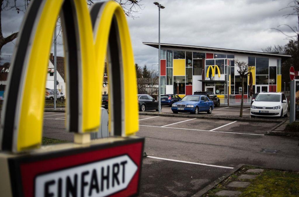 Schauplatz eines Raubüberfalls: die McDonalds-Filiale in der Aldinger Straße in Stuttgart-Mühlhausen. Foto: Lichtgut/Max Kovalenko
