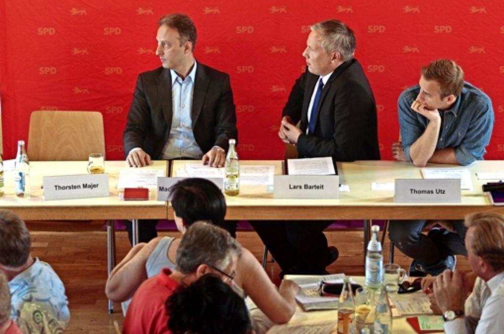 Sitzung ohne Vorsitz: Macit Karaahmetoglu, Lars Barteit und  Thomas Utz sind erstaunt über Thorsten Majers Abgang. Foto: