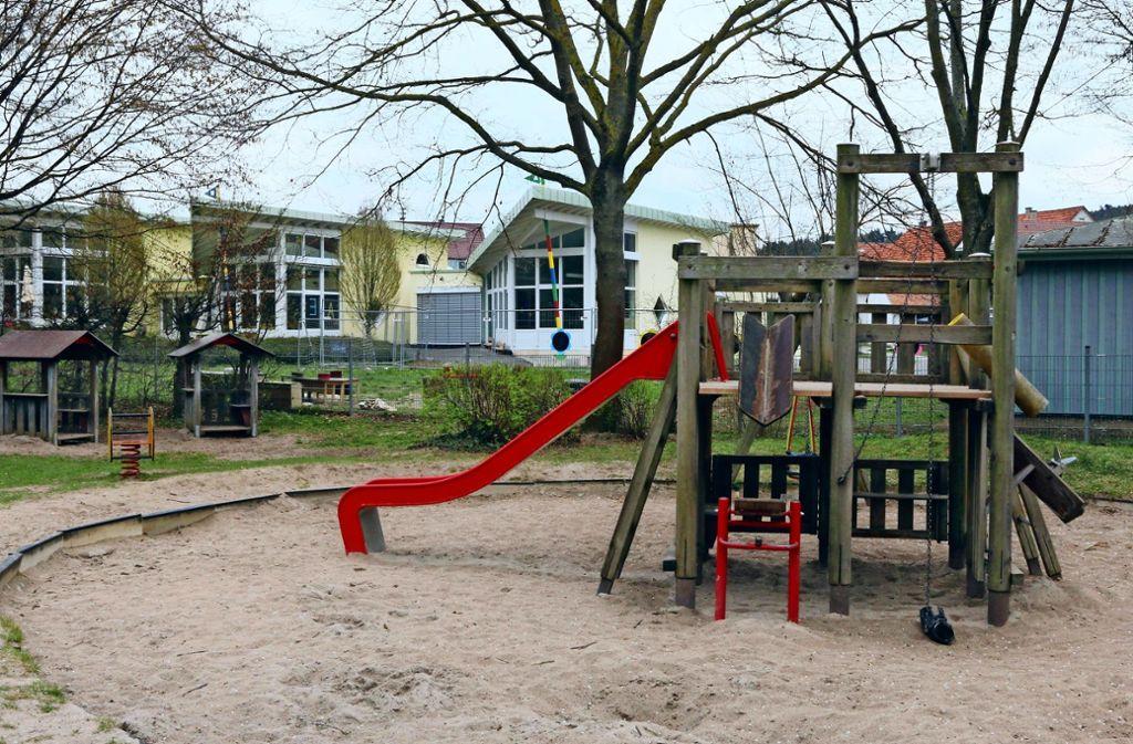 Der Zentralspielplatz und der Außenbereich des Kindergartens Heerstraße liegen direkt beieinander. Beide Projekte sollen so bald wie möglich angegangen werden. Der Kindergarten hat aber Vorrang. Foto: Andreas Gorr