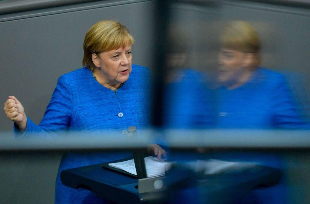 Die Offensive bringe in dem ohnehin schon leidgeprüften Land noch mehr Leid mit sich, sagte Merkel. Foto: AFP/JOHN MACDOUGALL