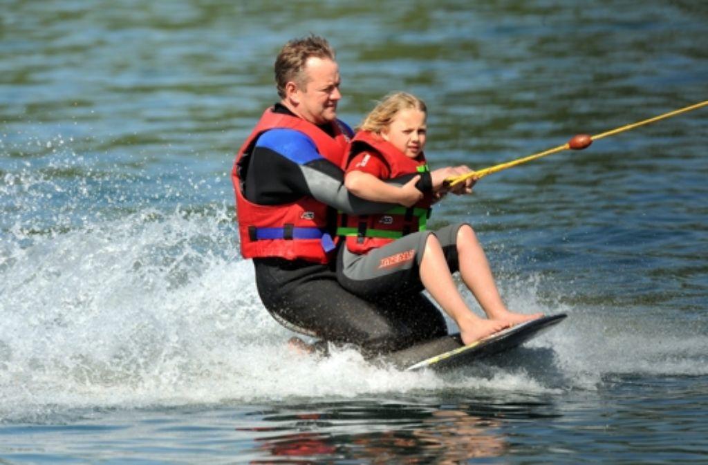 Am Tunisee (Freiburg Hochdorf) steht der Spaß im Vordergrund: am See gibt es eine Wasserski- und Wakeboardanlage.  Foto: dpa