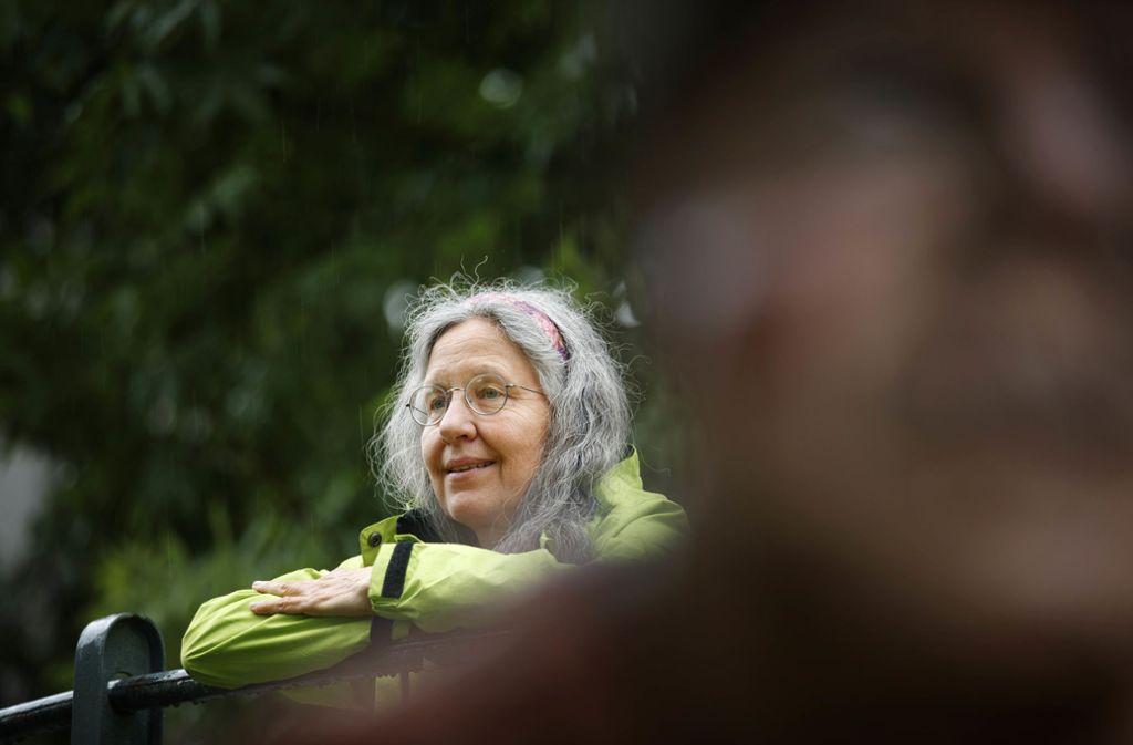Schlechte Laune wegen Regen? Iwo, Renate Florl lässt sich davon nicht stören. Foto: