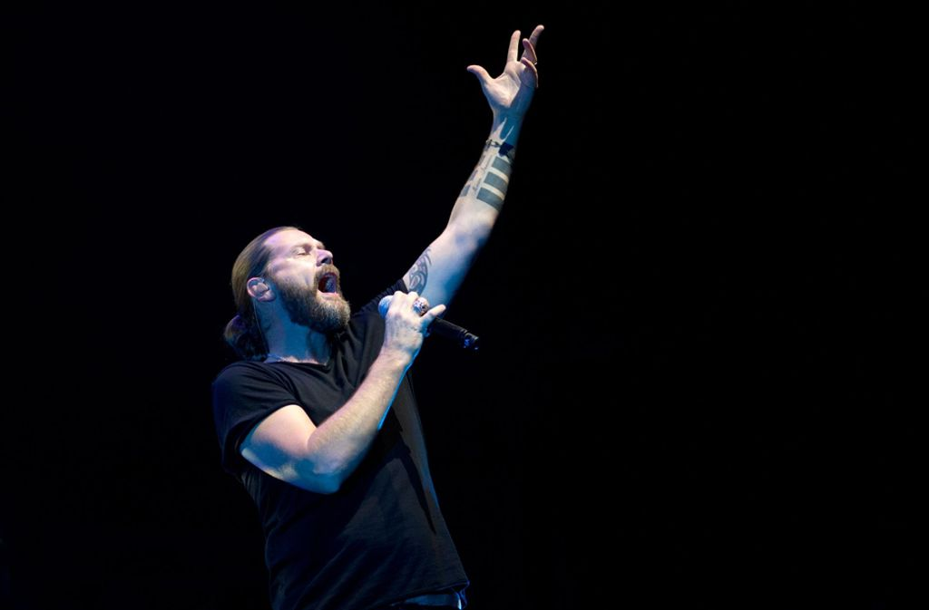 Die Hände zum Himmel: Garvey macht Musik für die Massen Foto: Oliver Willikonsky/Lichtgut