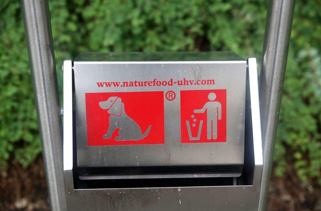 Genau da muss der Hundekot, eingepackt in ein Plastiksäckchen, hinein. Foto: Horst Rudel