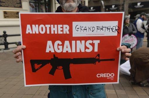 Protest gegen die US-Waffenlobbyisten Foto: dpa