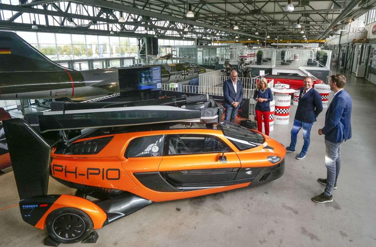 Ein neuer Hingucker: in der Motorworld können betuchte Kunden jetzt auch ein   Flugmobil kaufen Foto: factum/Simon Granville
