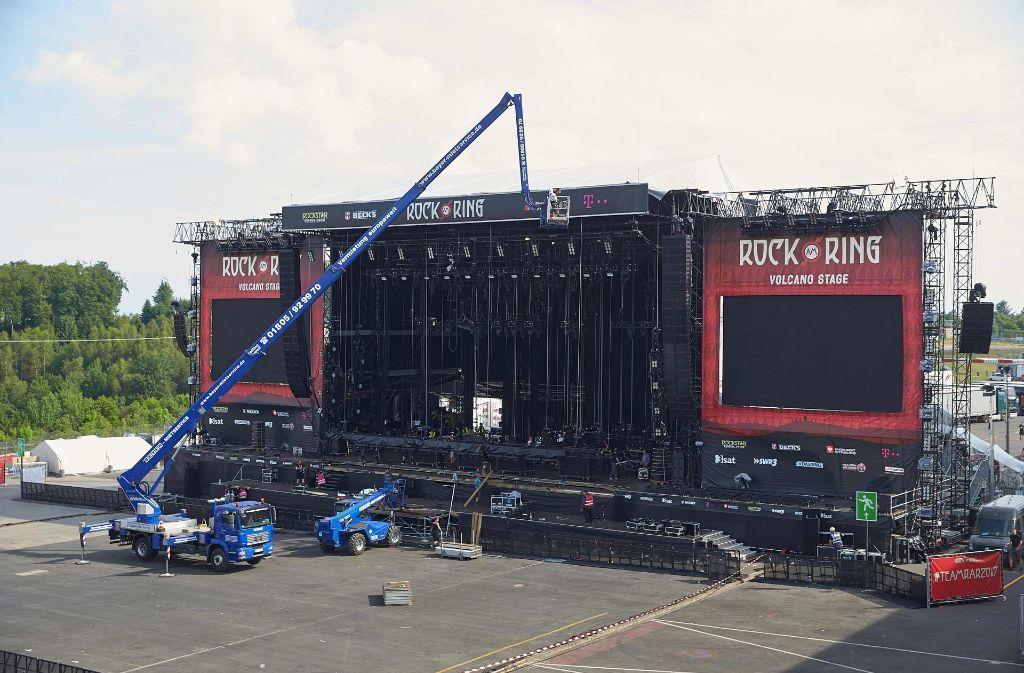"""Am Samstag konnten die Besucher von 13.30 Uhr an wieder auf das Festivalgelände von """"Rock am Ring"""". Foto: dpa"""
