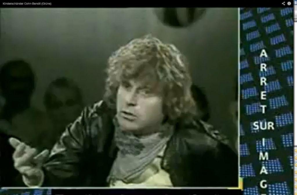 """In einem Interview mit dem französischen Fernsehsender Antenne 2 (23. April 1982) sagte Cohn-Bendit: """"Die Sexualität eines Kindes ist etwas Fantastisches. Man muss aufrichtig sein, seriös, bei den ganz Kleinen ist es etwas anderes, aber bei den Vier- bis Sechsjährigen, wenn ein kleines fünfjähriges Mädchen beginnt, sie auszuziehen. Es ist großartig, weil es ein Spiel ist, ein wahnsinnig erotisches Spiel."""" Foto: Screenshot Youtube"""
