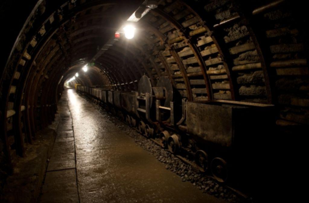 Die Stelle auf dem Museumsgelände der ehemaligen Julia/Thorez Zeche (heute Old Mine) im polnischen Waldenburg (Walbrzych), an der ein deutscher Panzerzug stehen könnte, sollte dieser gefunden werden. In einem unterirdischen Versteck zwischen den Kilometerpunkten 60 und 65 wird ein deutscher Panzerzug aus dem Zweiten Weltkrieg in etwa 70 Metern Tiefe vermutet. Foto: dpa