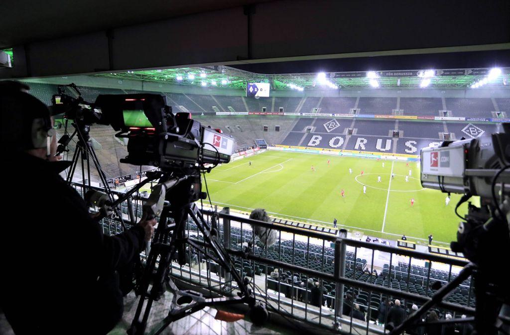 Wie werden die Geisterspiele der Bundesliga im Fernsehen übertragen? Foto: imago images/Laci Perenyi