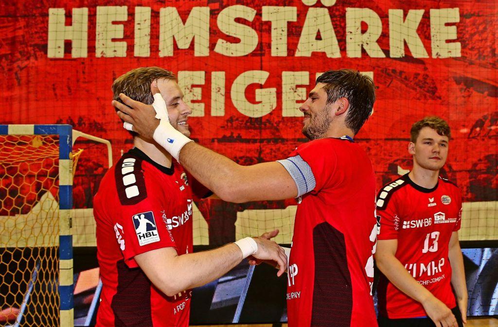 Heimstärke zeigen muss die SG BBM Bietigheim, wenn sie in der Bundesliga bleiben will: Patrick Rentschler (li.) und Paco Barthe, der den Verein allerdings in seine Heimat Südfrankreich verlassen hat. Foto: Baumann