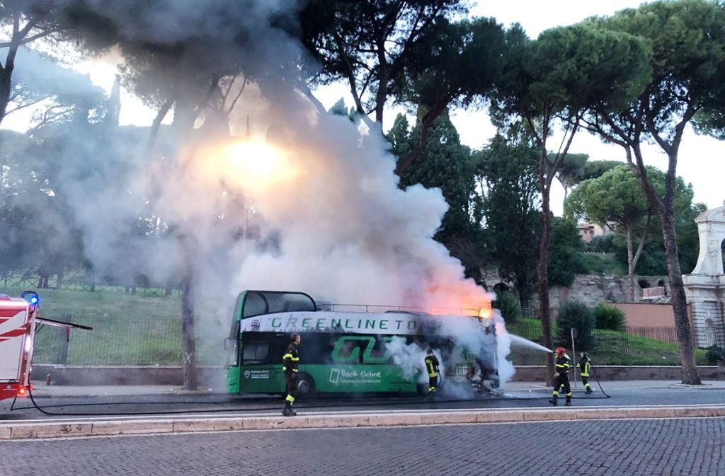 In Rom werden Busse schlecht gewartet, daher kommt es immer wieder zu Bränden. Foto: dpa