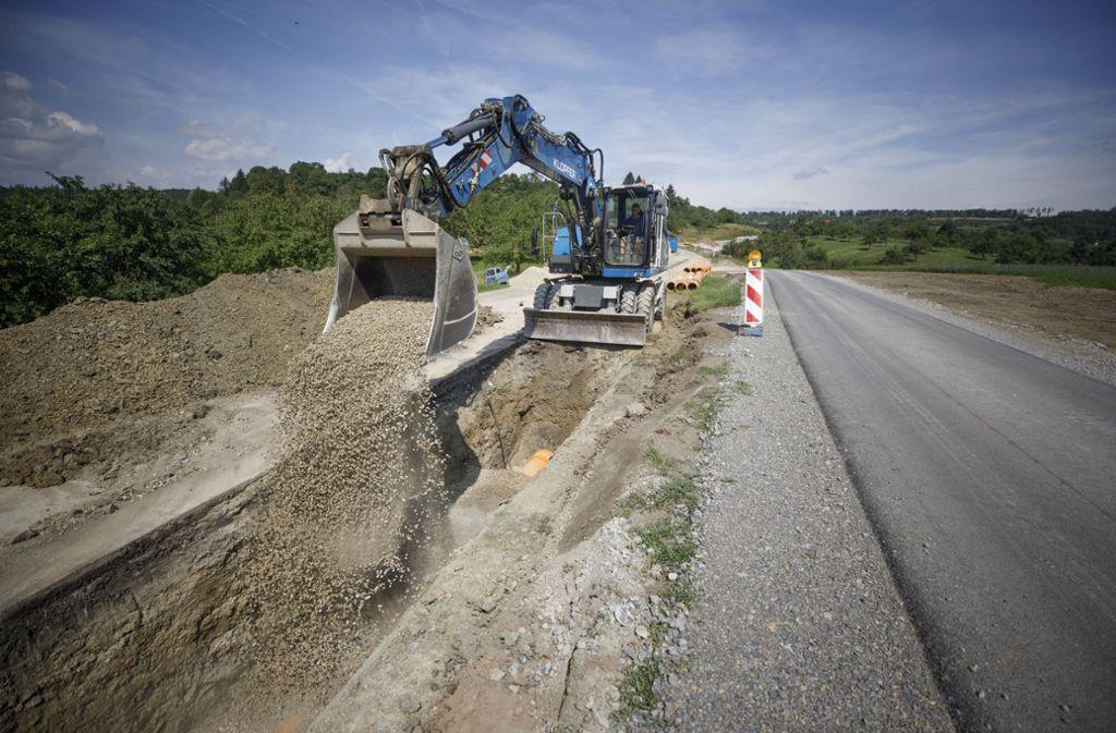 Zwischen Rettersburg und Öschelbronn baut der Kreis zurzeit die Straße neu. Foto: © C) Gottfried Stoppel