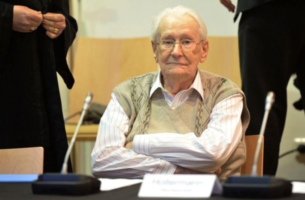 """In einem der letzten großen Auschwitz-Prozesse hat  der 93-jährige Angeklagte  ein  Geständnis abgelegt. Er habe sich """"moralisch mitschuldig gemacht"""", sagte Oskar Gröning. Foto: dpa"""