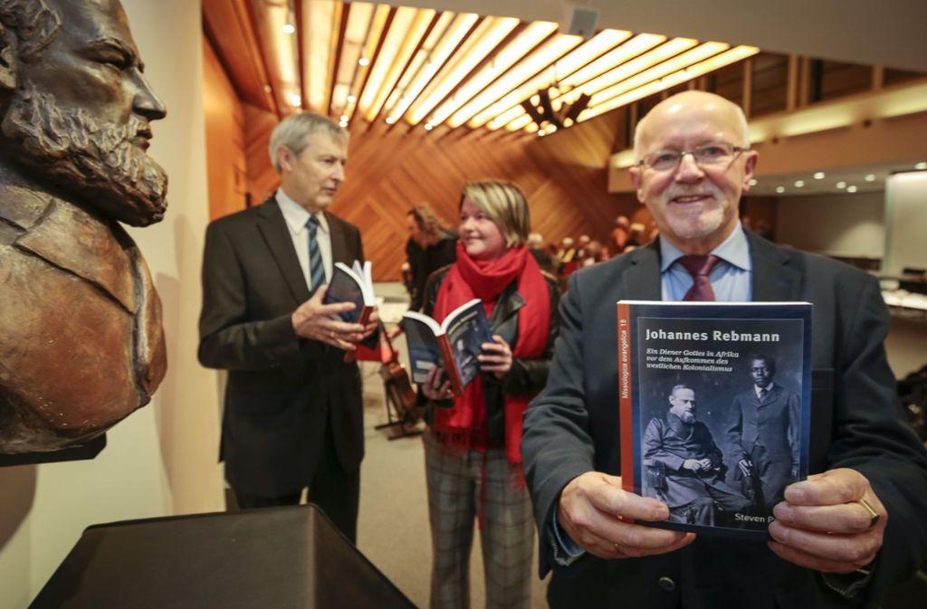 Steven Paas hat die neue Rebmann Biografie geschrieben, Klaus Wetzel (links) stellte sie vor. Martina Koch-Haßdenteufel, Erste Beigeordnete in Gerlingen, führte in den Abend ein. Foto: factum/Granville