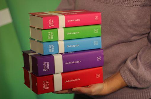 Basisbibel soll mit moderner Sprache bei Jugendlichen punkten