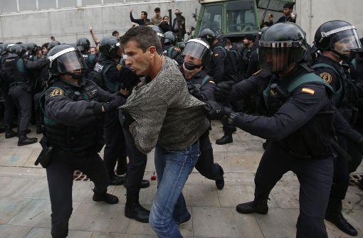 Spanische Polizei greift ein