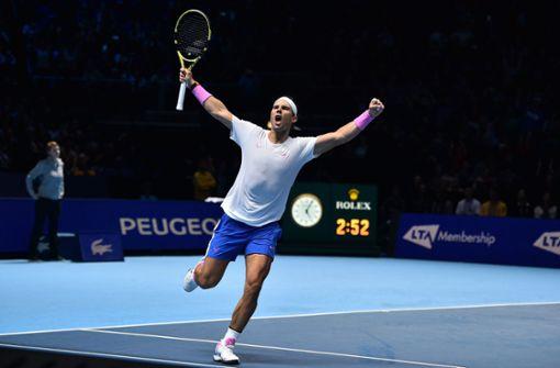 Rafael Nadal schlägt Stefanos Tsitsipas in London