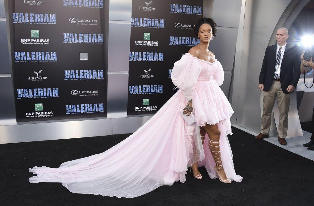 Sängerin Rihanna, die eine Rolle in Valerian übernimmt, war auch zu Gast bei der Premiere am Montagabend. Foto: AFP