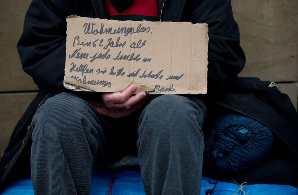 Zehntausende Menschen in Baden-Württemberg haben keine eigene Wohnung, sie leben in sozialen Einrichtungen oder auf der Straße (Symbolbild). Foto: dpa/Marijan Murat