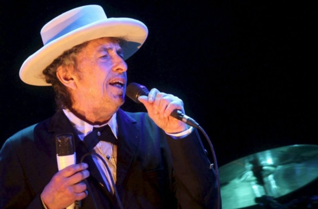 Bei seinen Einzelkonzerten lässt sich Bob Dylan nicht fotografieren. Das Bild zeigt ihn  2012 bei einem Auftritt in Spanien. Foto: dpa