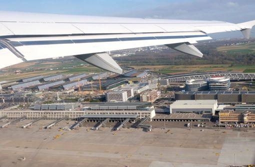 Passagiere müssen bis Montag auf Ersatzflug warten