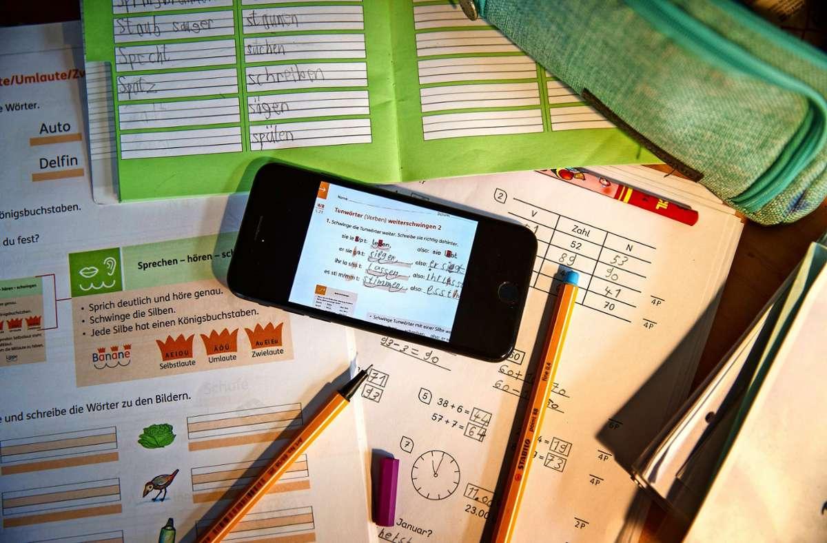 Aufgaben, Quizspiele und Videoanrufe: das Schorndorfer Jugendhaus nutzt das Smartphone, um  Kontakt zu jungen Leuten zu pflegen. Foto: Gottfried Stoppel