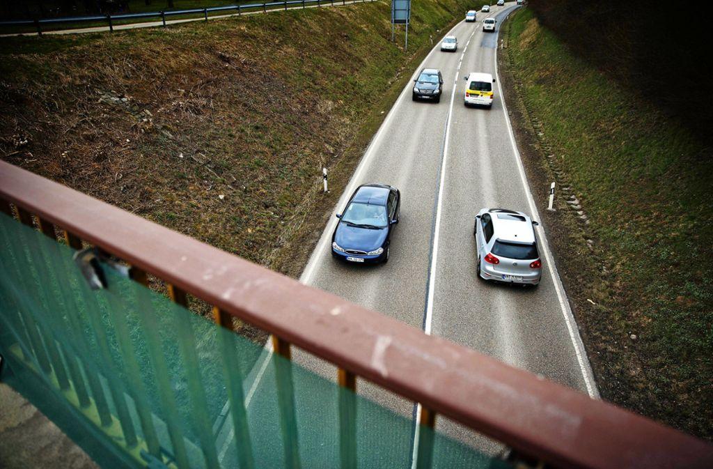 Die Landesstraße zwischen der A81-Anschlussstelle Mundelsheim und Backnang soll dreispurig werden. Foto: Gottfried Stoppel