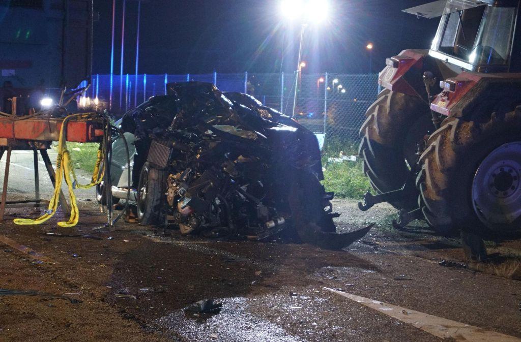 Ein Traktor wollte in Eberdingen die Straße kreuzen. Der Fahrer übersah dabei zwei Autos. Foto: 7aktuell.de/Franziska Hessenauer
