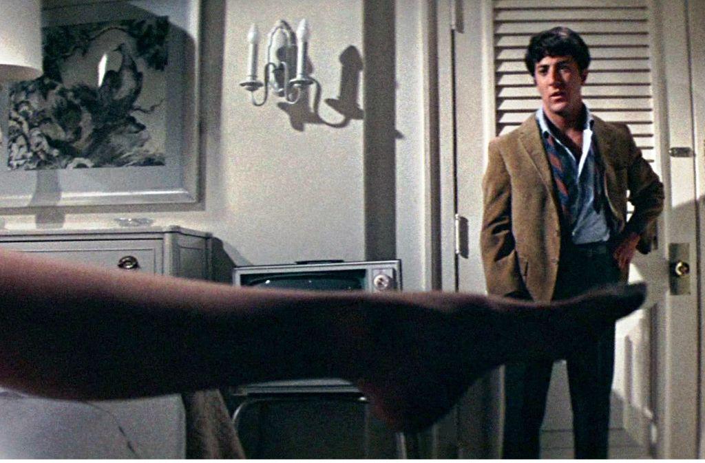 """Ein berühmtes Motiv der Filmgeschichte: Dustin Hoffman und das Bein von Anne Bancroft in """"Die Reifeprüfung"""" (1967) Foto: Studiocanal"""