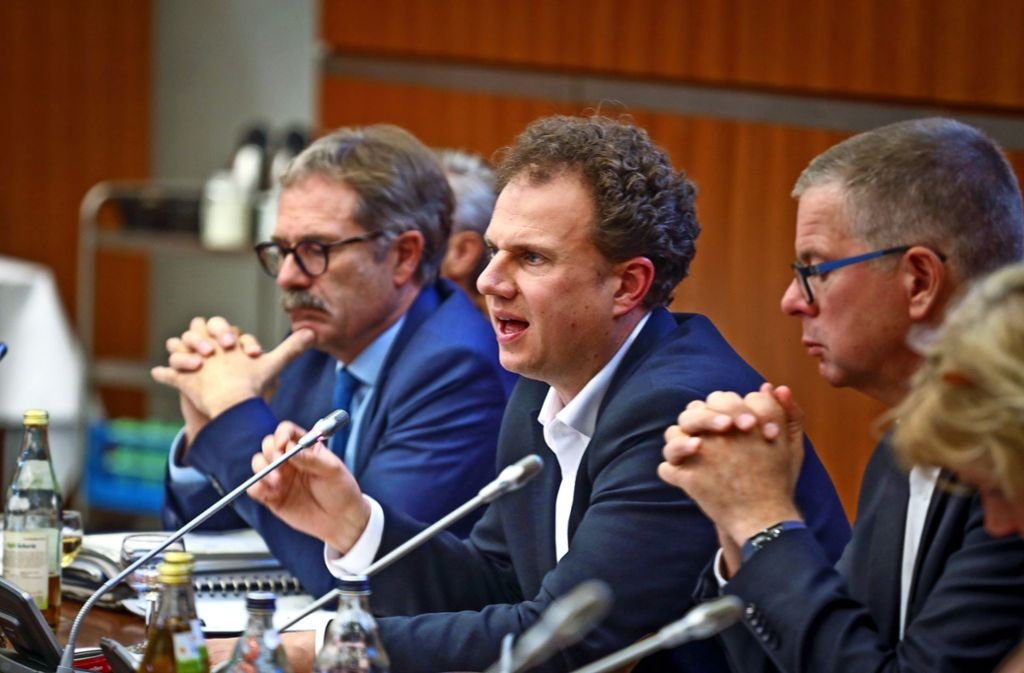 Matthias Knecht (Mitte) im Gemeinderat. Wegen der Corona-Krise  finden zurzeit keine Sitzungen statt, aber die Verwaltung sei handlungsfähig, sagt der OB. Foto: factum