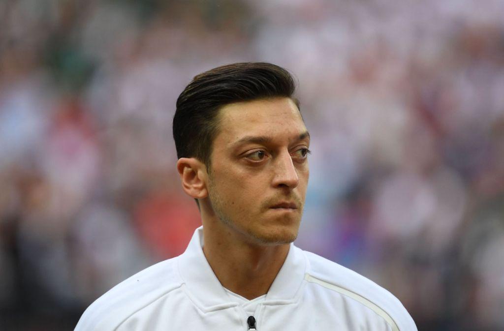 """Mesut Özil wird im Zuge der WM 2018 von vielen """"Fans"""" angefeindet. Foto: dpa"""