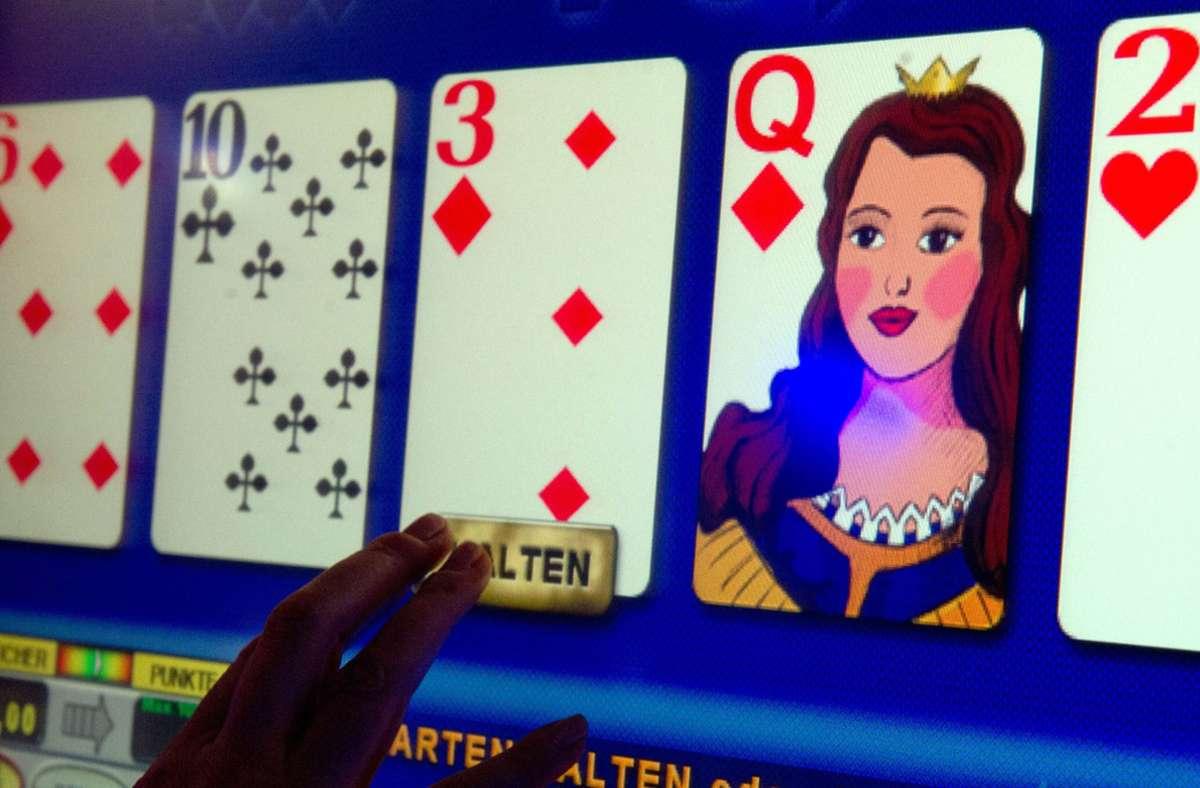 Die Glücksspielbranche befürchtet einen Kahlschlag. Foto: dpa/Marijan Murat