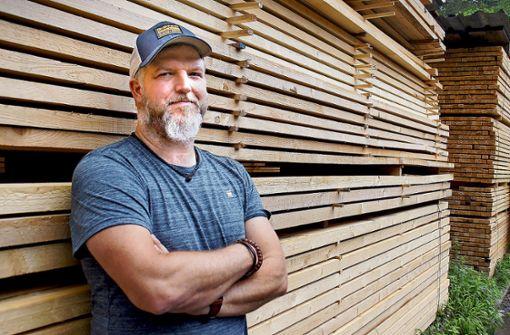 Ein Holzbetrieb, der erdet