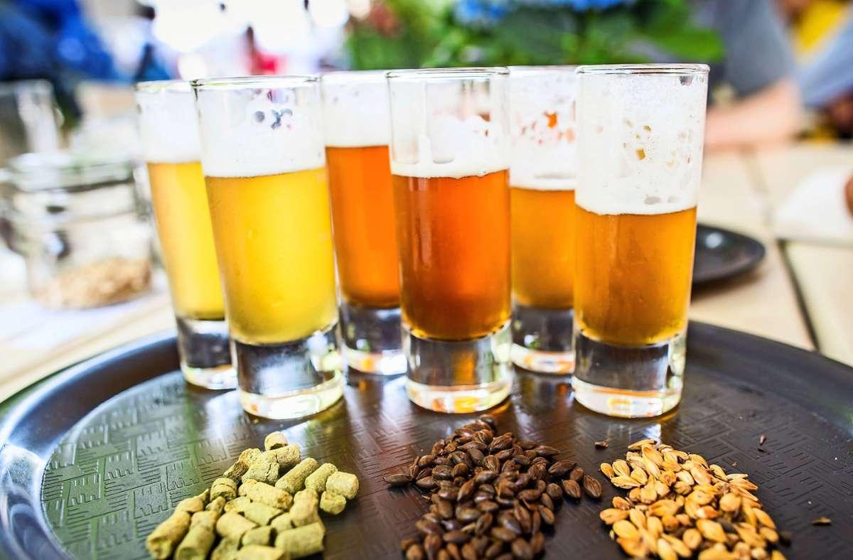 Unter Craft Beer versteht man handwerklich hergestelltes Bier. Foto: picture alliance / dpa/Frank Rumpenhorst