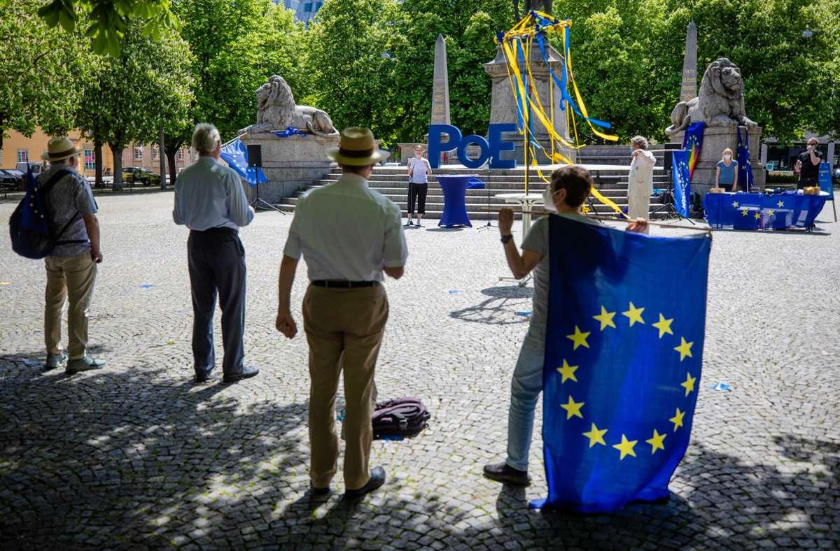 Am Sonntag kommen Europaanhänger auf dem Karlsplatz in Stuttgart zusammen. Foto: Lichtgut/Christoph Schmidt