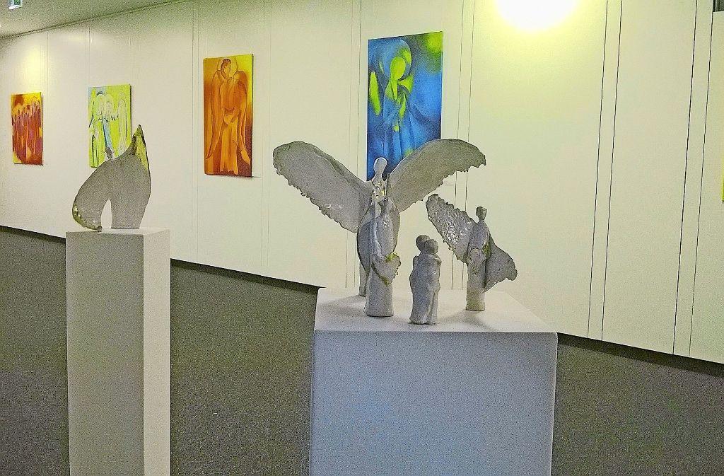 Claudia Ebert (Skulpturen)   und Andrea Himmer haben sich mit dem Thema Engel auseinander gesetzt. Foto:
