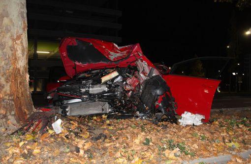 Mit Golf GTI gegen Baum gekracht – 31-Jähriger schwer verletzt
