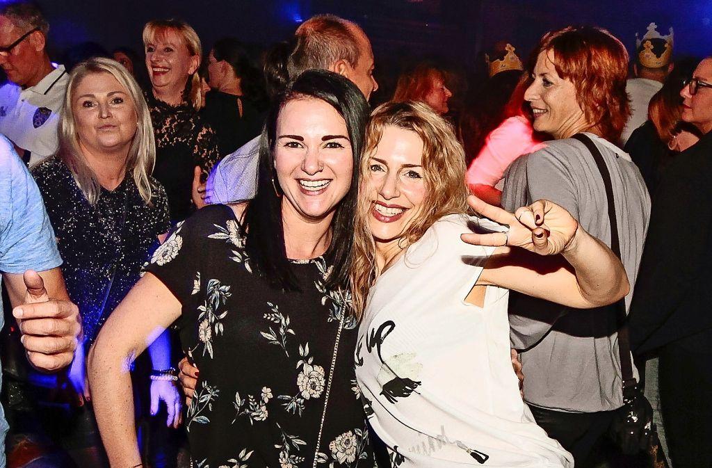 Frauenpower bei der Boa-Party. Zur Ehrenrettung der Männer: Auch sie waren sehr tanzfreudig. Foto: factum/Bach