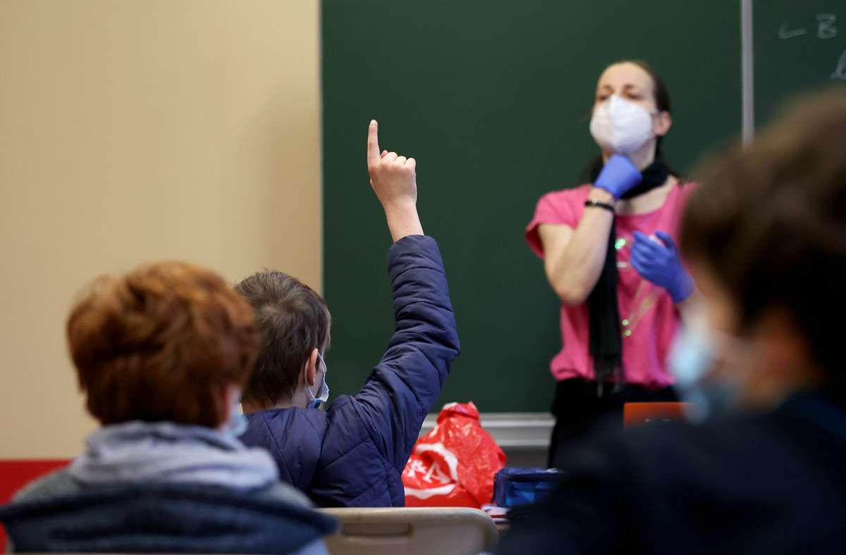 In Baden-Württemberg sollen am 15. März mehr Schüler im Präsenzunterricht sein. (Symbolbild) Foto: dpa/Ronny Hartmann