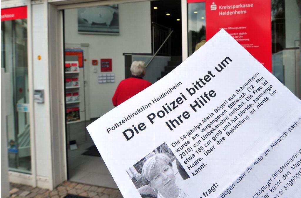 Archivbild: Im Mai 2010 scheiterte die Lösegeldübergabe für die entführte Bankersgattin Maria Bögerl. Daraufhin veröffentlichte die Polizeidirektion Heidenheim ein Flugblatt. Foto: dpa