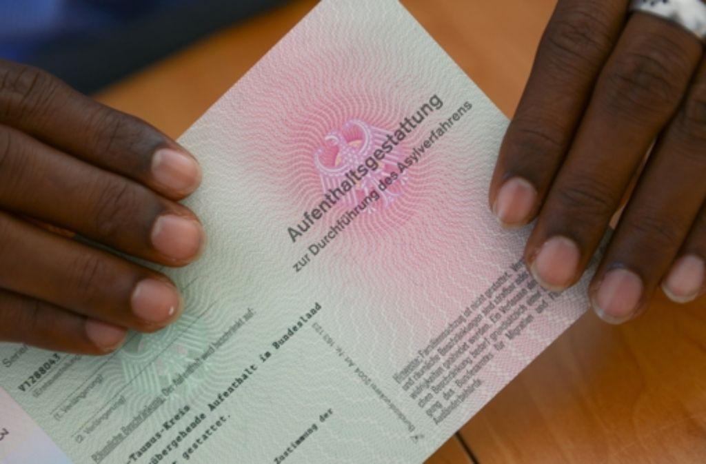 1,1 Millionen registrierte Flüchtlinge in Deutschland  im Jahr 2016  hoffen auf eine Aufenthaltsgestattung, um am Asylverfahren teilzunehmen. Foto: dpa