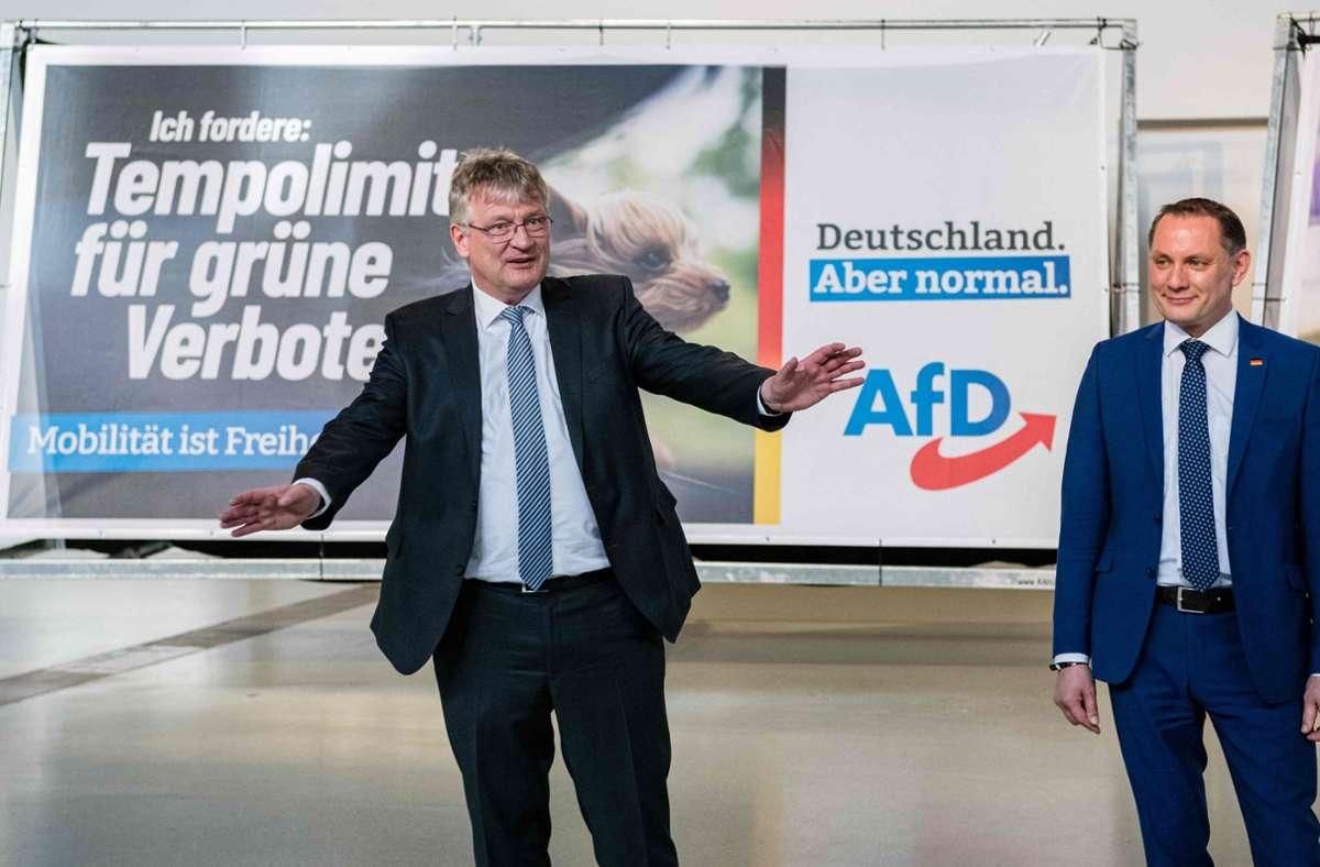 Die Parteivorsitzenden Jörg Meuthen (links) und Tino Chrupalla stellen die Kampagne der AfD vor. Foto: AFP/Jens Schlüter