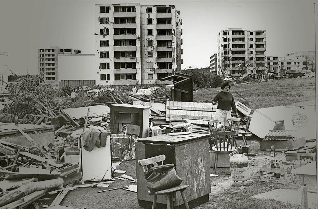 In vielen  Häusern  barsten die Fenster,  der Tornado schleuderte   Möbel auf die Straße. Foto: H.A. Kirschner