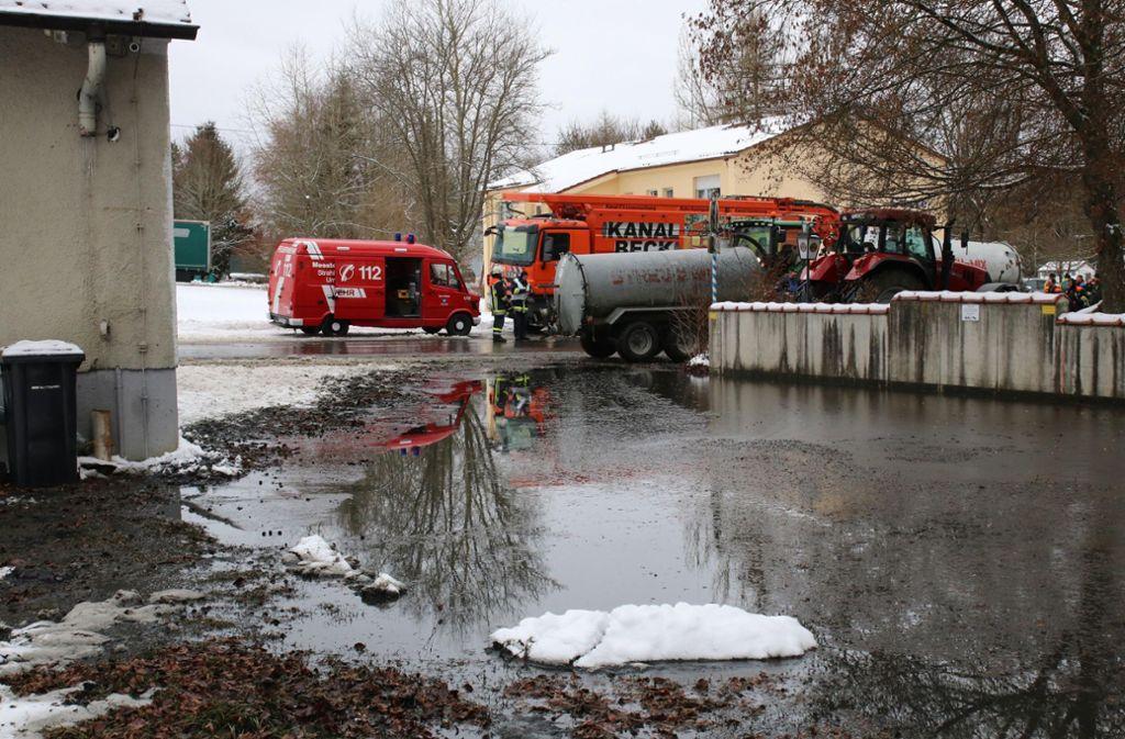 Die stinkende Flüssigkeit war aus einem defekten Behälter für vergorene Lebensmittelreste gelaufen. Foto: 7aktuell.de/Lukas Felder