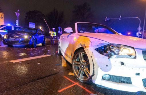 Heftiger Autocrash auf Kreuzung – zwei Verletzte